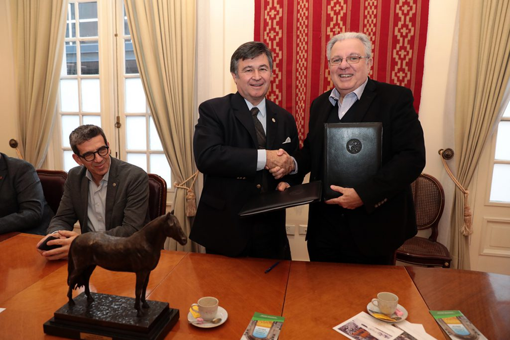 Rector de la UBA Prof. Dr. Alberto Barbieri y el Presidente de la SRA Ing. Agr. Daniel Pelegrina.