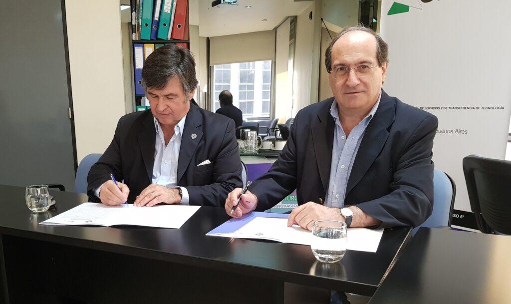 Dr . Ing. Agr. Lorenzo Basso junto con Ing. Agr. Daniel Pelegrina en la firma del convenio entre SRA y UBA en las oficinas de Ubatec SA